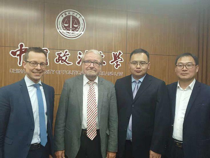 Professor Holm Putzke und Bernd Schünemann mit Ihren chinesischen Kollegen