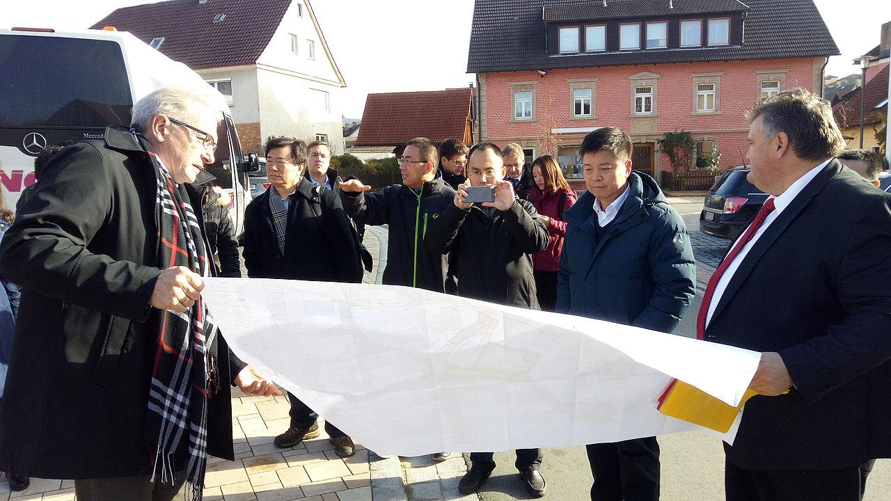 Von einander lernen - Delegation der Zentralen Parteihochschule in Bayern