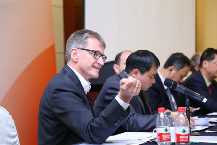 Prof. Olaf Struck veranschaulichte staatliche Strukturförderung in Ostdeutschland