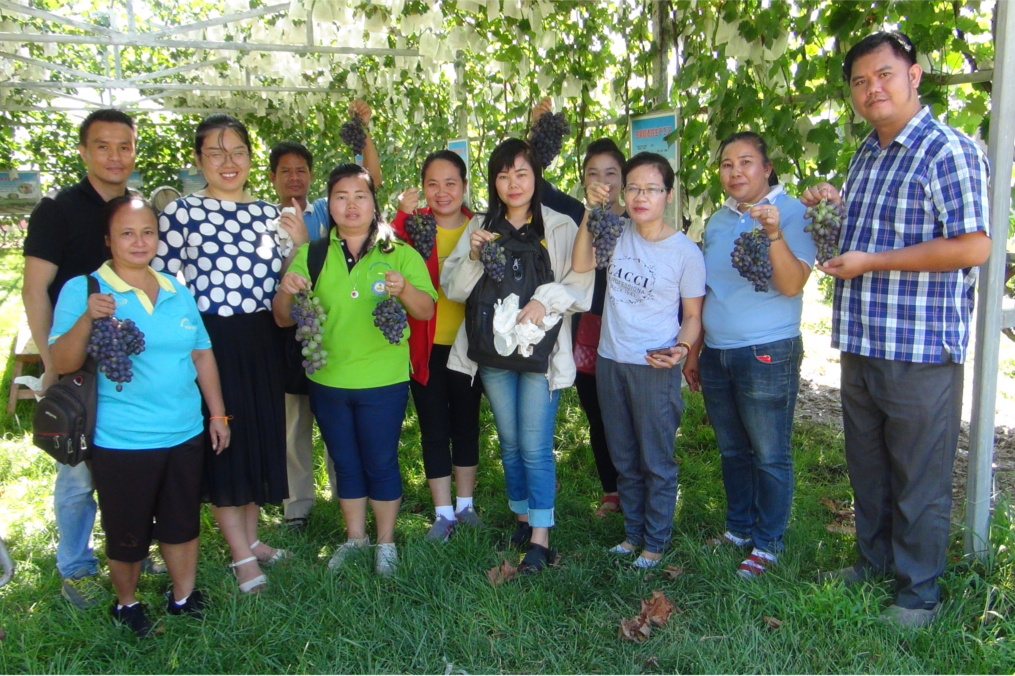 Die Fortbildungsteilnehmenden aus Laos im Gartenbaukurs