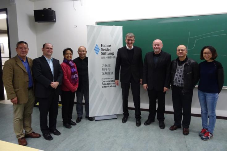 Mehrere Professoren der Peking Universität waren gekommen, um das Thema mit Prof. Struck zu diskutieren