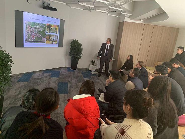Vortrag von Dr. Klaus bei der Tong Yuan Design Group